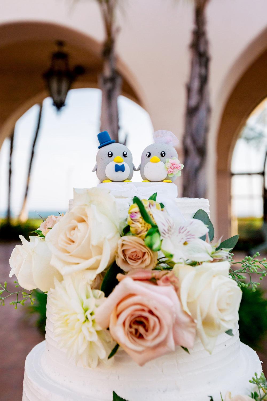 www.santabarbaraweddingstyle.com | Rewind Photography | Events by M and M | Hilton Santa Barbara | Wedding Cake