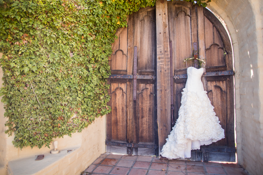 www.santabarbarawedding.com | Ann Johnson Events | Jessica Lewis Photo | Whispering Rose Ranch | Wedding Dress
