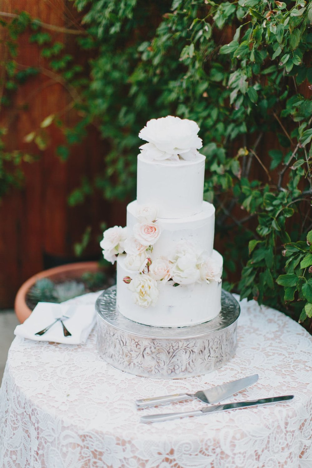 www.santabarbarawedding.com | San Ysidro Ranch | Alegria by Design | Jake + Necia Photography | Wedding Cake