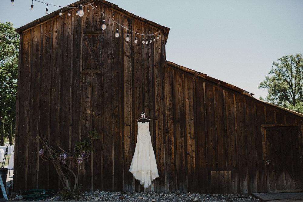 www.santabarbarawedding.com   Grace Maralyn Estate   Diana Lake Photo   Wedding Gown