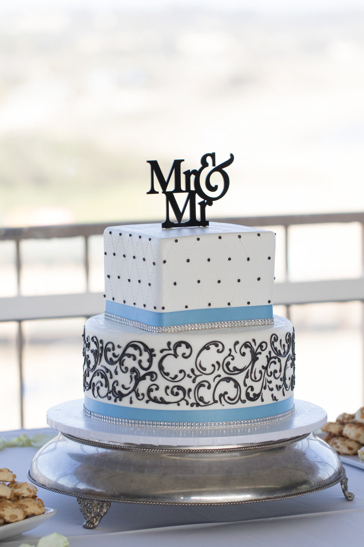 www.santabarbarawedding.com | Santa Barbara Courthouse | Crown Plaza Ventura Beach | Tiffany Michele | Wedding Cake