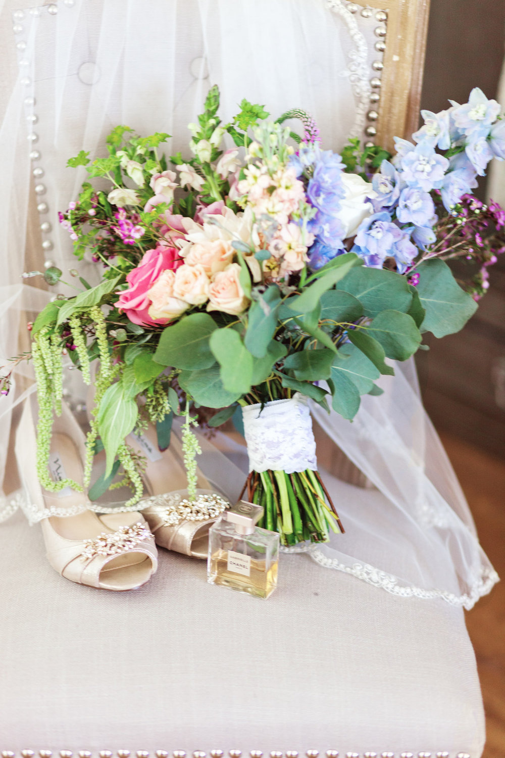 www.santabarbarawedding.com | Kay Mitchell | The Carriage House Effortless Events | Bridal Bouquet | Bride's Shoes