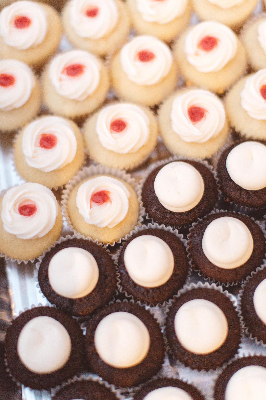 www.santabarbarawedding.com | Canary Hotel | Anna Delores Photography | Santa Barbara Wedding Coordinator | Cupcakes