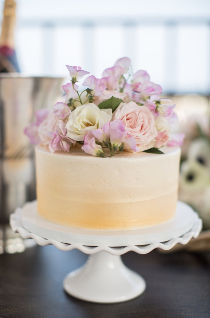 www.santabarbarawedding.com | gold cake | wedding cake | lilac patisserie |