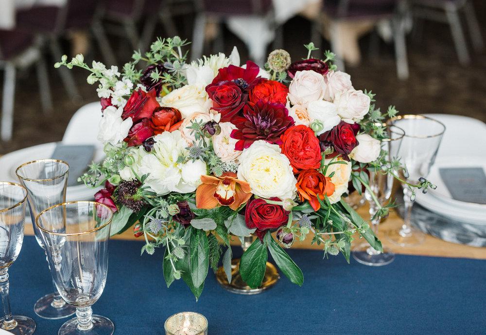 www.santabarbarawedding.com | Los Robles Greens | Besame Floral Events | Rachel Birkhofer | Styled Shoot | Reception Floral Arrangement