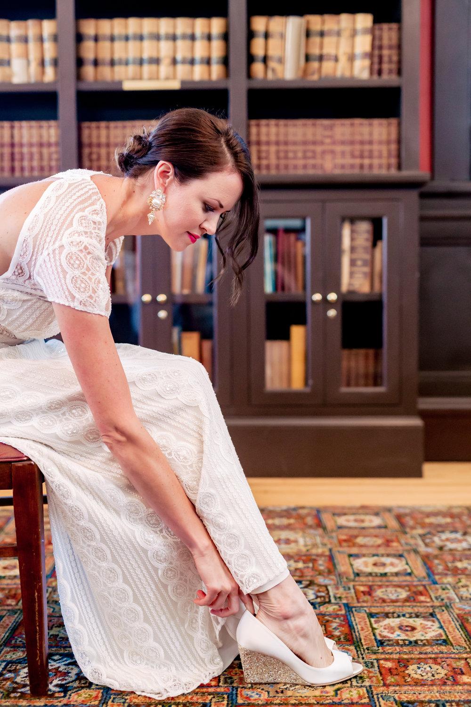 www.santabarbarawedding.com | Rewind Photography | Alegria by Design | Santa Barbara Club | Bride getting ready