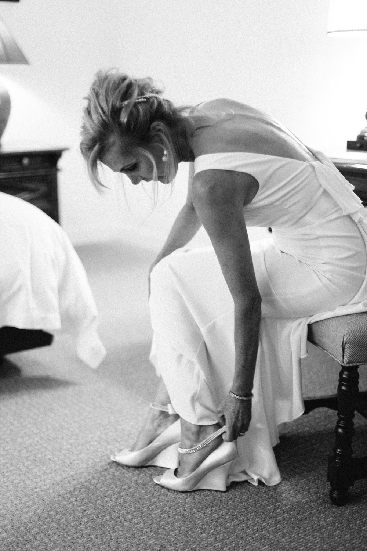 www.santabarbarawedding.com   Hannah Rose Gray   Wild Heart Events   Bride getting ready