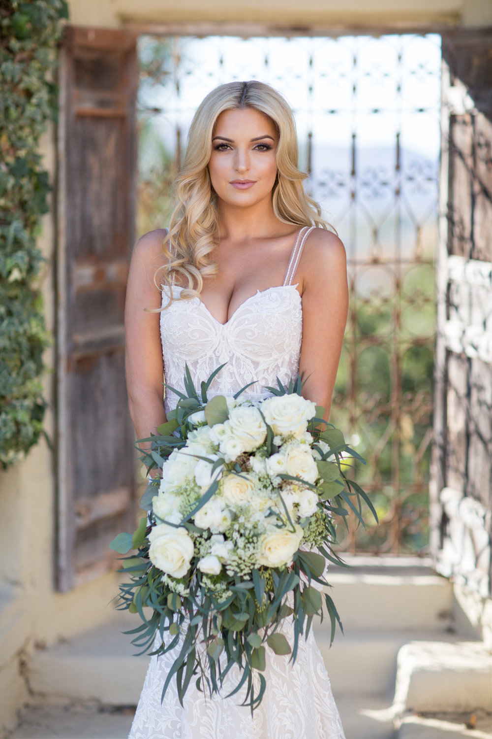 www.santabarbarawedding.com | Whispering Rose Ranch | Ann Johnson Events | Anna J Photo | Bride and Bouquet