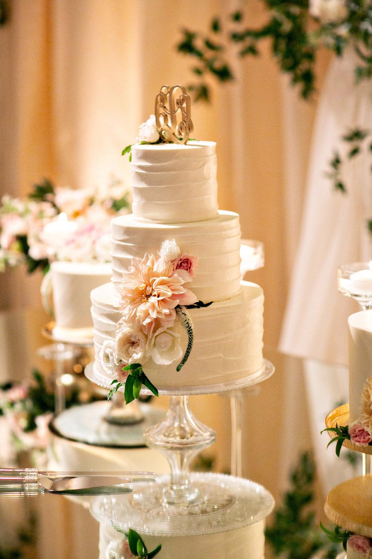 www.santabarbarawedding.com | Laurie Bailey | Ojai Valley Inn | Amber Weir Weddings | Wedding Cake