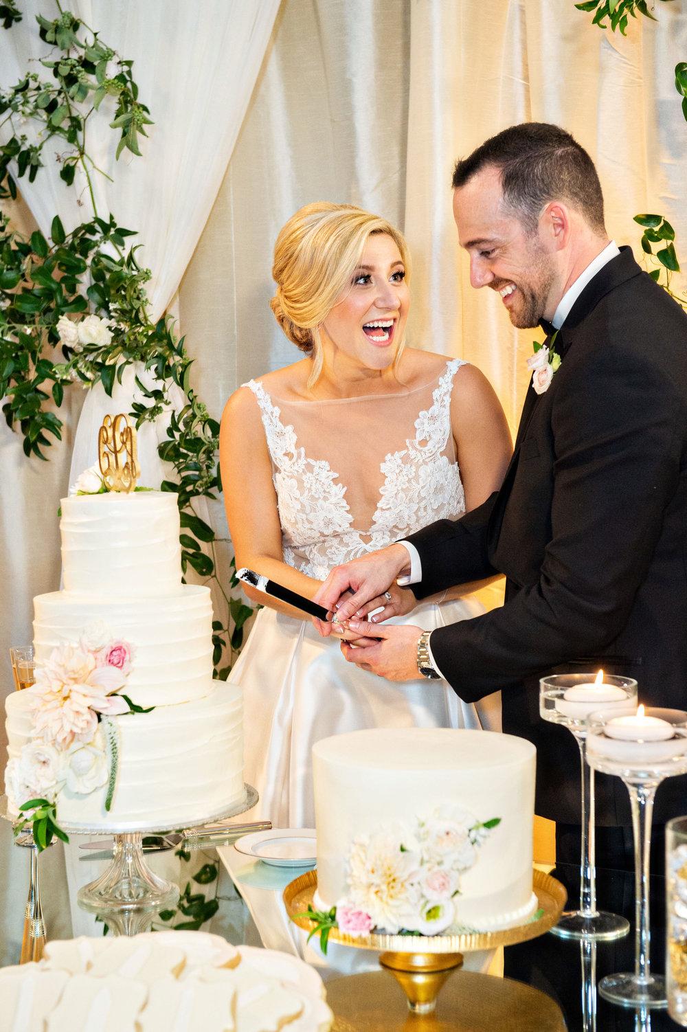 www.santabarbarawedding.com | Laurie Bailey | Ojai Valley Inn | Amber Weir Weddings | Cutting the Cake