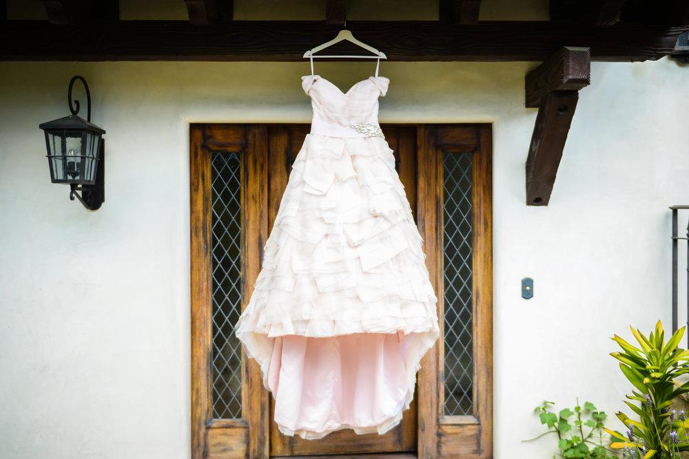 www.santabarbarawedding.com | Alice Keck Park | Santa Barbara Club | Half Full Photography | Wedding Gown