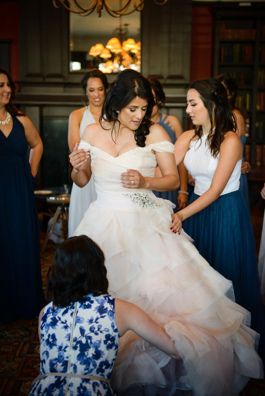 www.santabarbarawedding.com | Alice Keck Park | Santa Barbara Club | Half Full Photography | Bride getting ready
