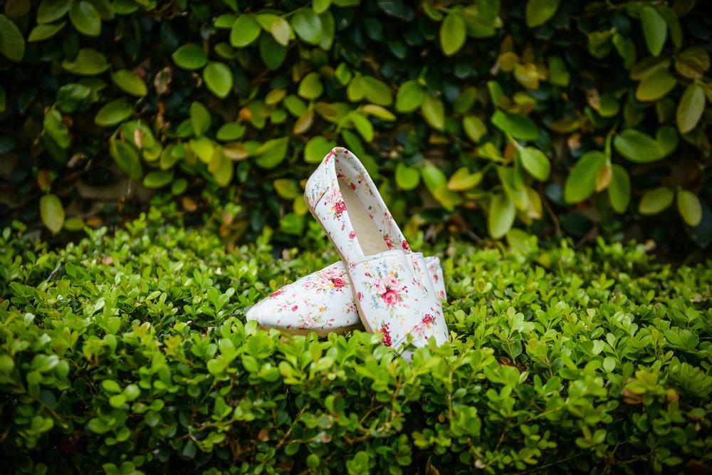 www.santabarbarawedding.com | Alice Keck Park | Santa Barbara Club | Half Full Photography | Bride's Shoes