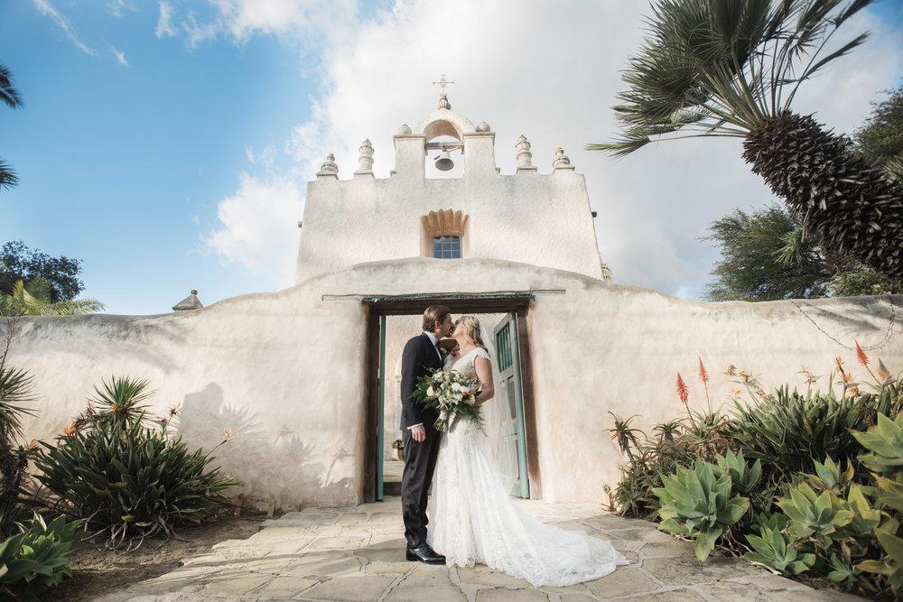 www.santabarbarawedding.com | ByCherry Photo | Hilton Beachfront Resort | Dulce Dia Events | Bride and Groom