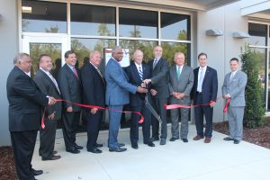Governor Bentley cuts the ribbon at Oxford Pharmaceuticals
