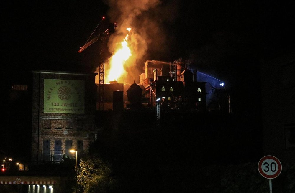 The fire started in the upper floors and spread quickly causing damages in excess of one million Euros