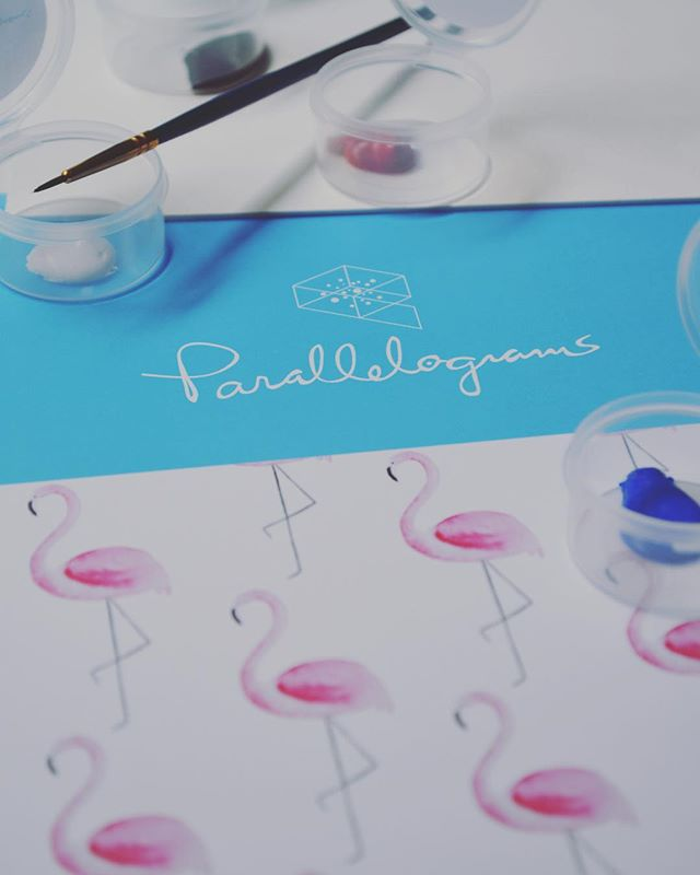 Our artist-quality flamingo kit comes with everything you need (and nothing you don't!) to paint a stunning watercolour. Tap the link in our bio for more! 🖌 #parallelogramming