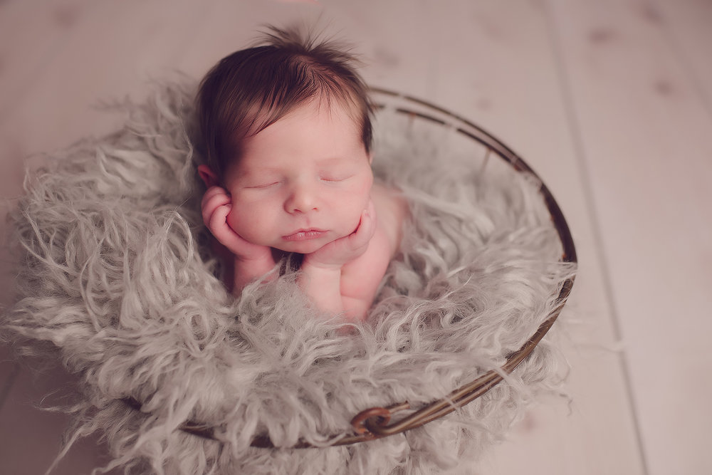 Kennewick newborn photographer props.jpg