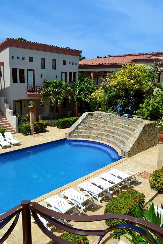 La-Sirena-Pool--e.jpg