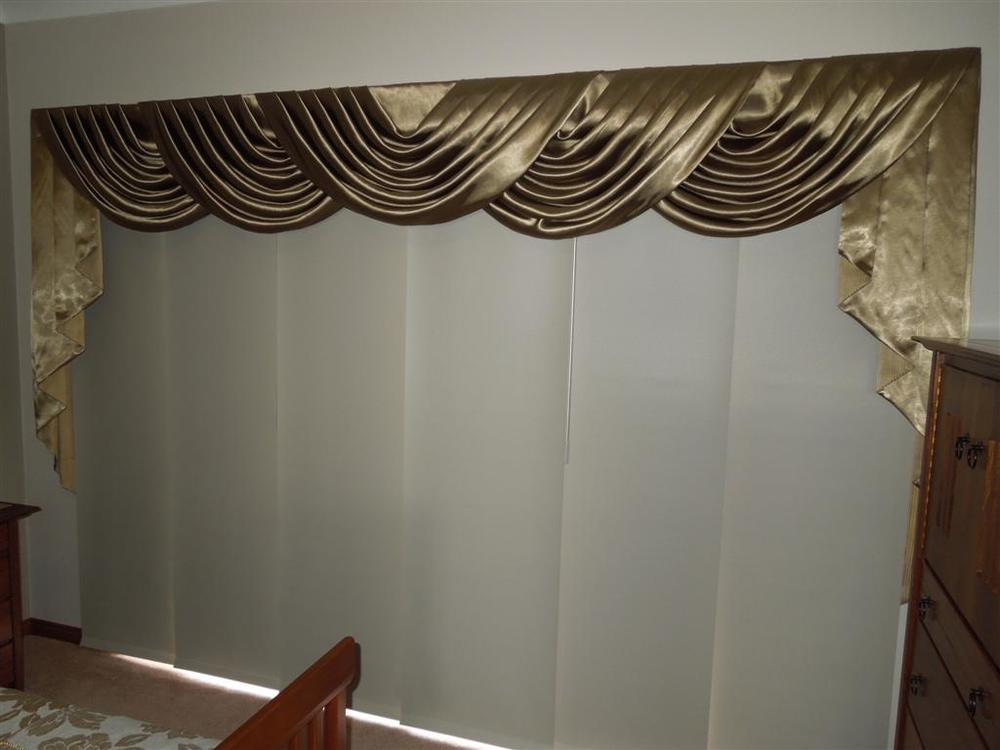 Curtains 1006.jpg