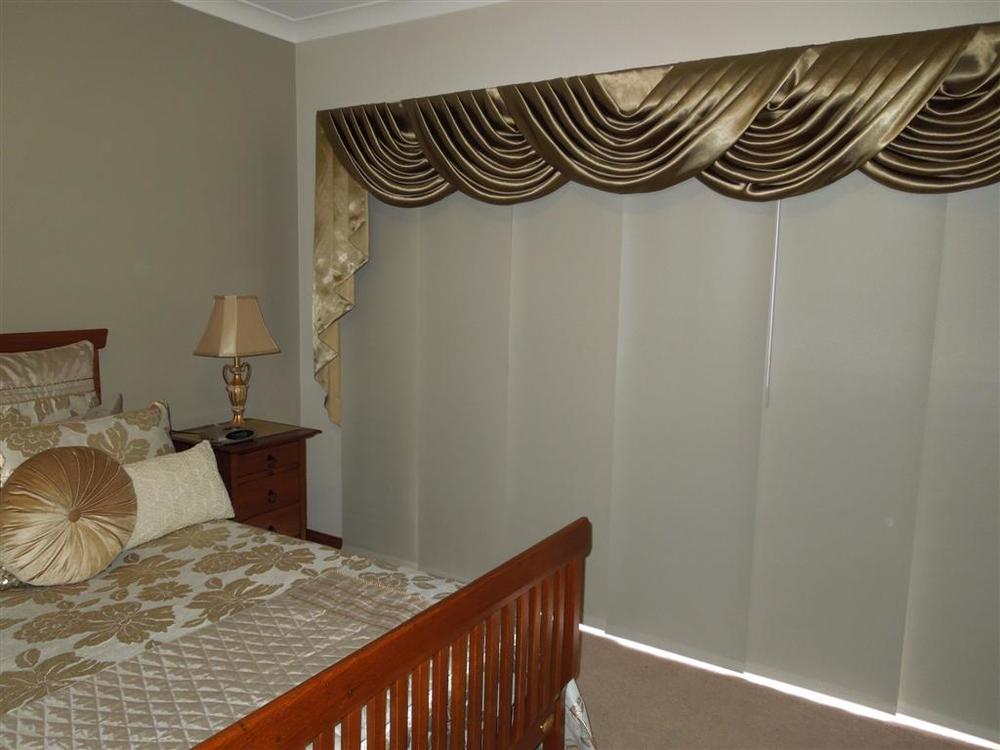 Curtains 1009.jpg