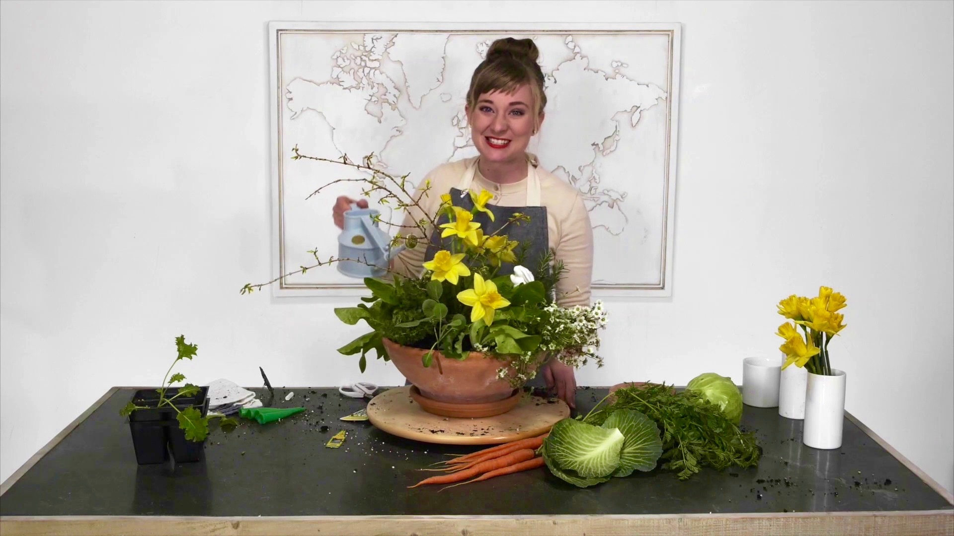 Video: Mixing potted plants and flowers from Team Flower