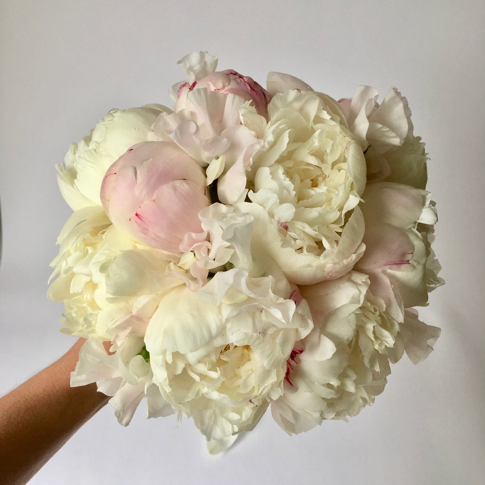Video round peony bouquet from team flower img4198g izmirmasajfo