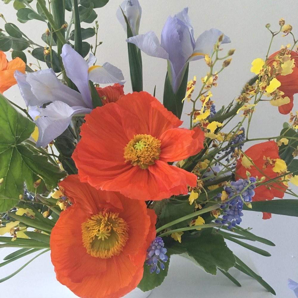 Fast Flower Video: Using the iris flower for arranging from Team Flower
