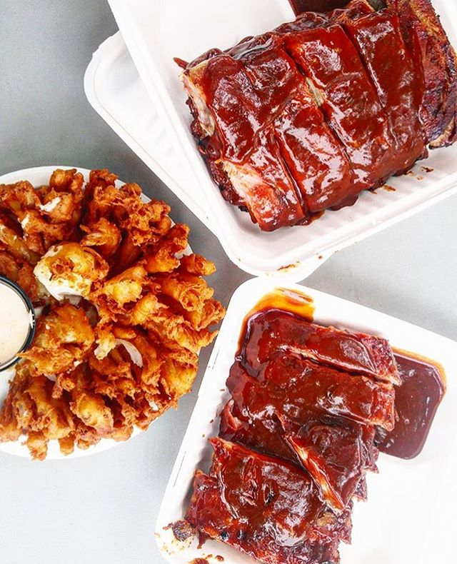 It's like they were made for each other🙌 // #regram 📸: @instylefoodie // This weekend is jam-packed with ribfests - You can catch us at Kingston Ribfest or out West at Esquimalt Ribfest! 🚚 #happyfriday #crosscanada #colossalweekend #ribfest