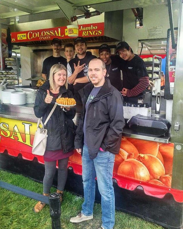 There goes another one!👋 No one likes to cook on a Sunday... swing by Esquimalt Ribfest and we'll feed ya😉 @esqribs . . #yyj #yyjeats #ribfest #esqribs #thecolossalonion #foodtruck #lovewhatyoudo #foodporn #food #foodie #explorevictoria #explorebc