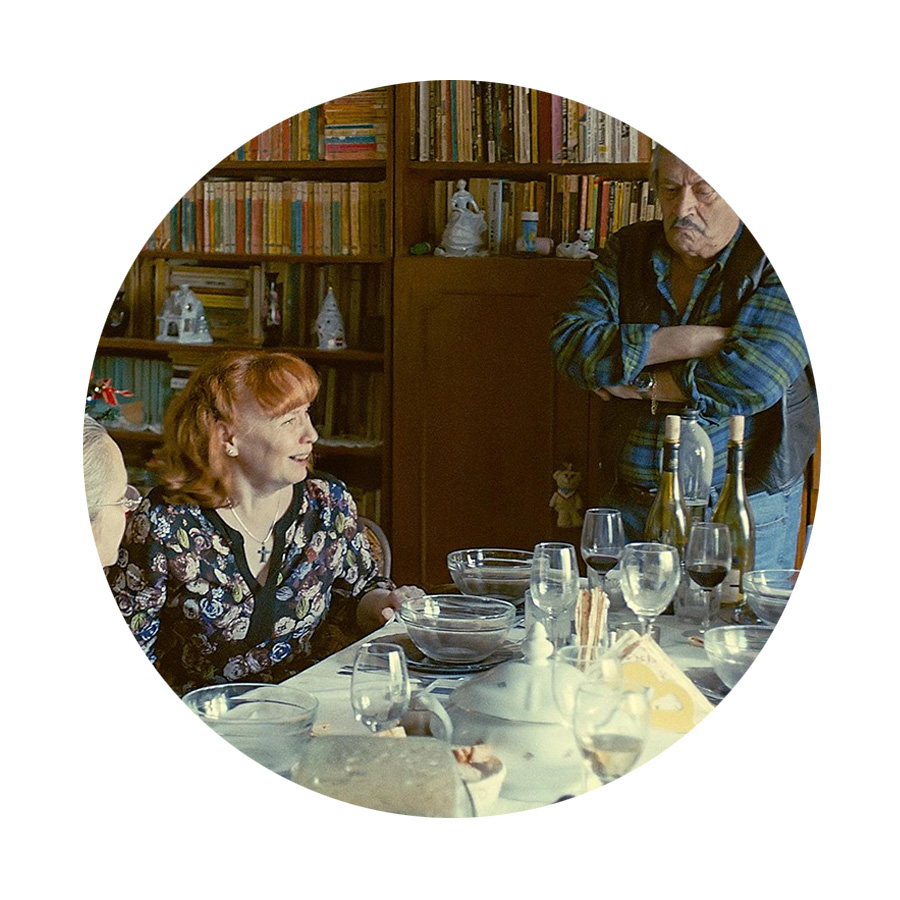 Though sad to leave Istanbul's fine, fine felines, now in a Romanian apartment, pulling up my chair to the table for   film 19, SIERANEVADA (D/S Cristi Puiu)  .  Adevărul se spune glumind . (A joke's a very serious thing.)