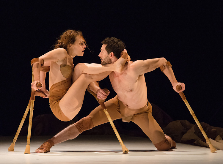 Les 7 Doigts performing  Anne & Samuel , photographed by Alexandre Galliez