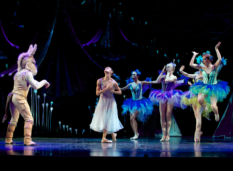 Laura Hidalgo, Rian Thompson, and artists from Queensland Ballet perform  A Midsummer Night's Dream , photographed by David Kelly