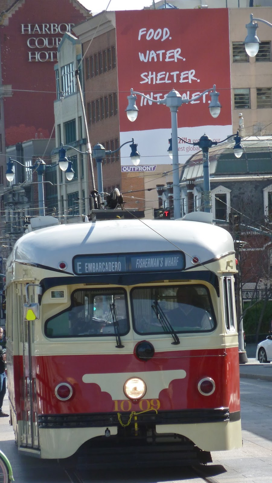 Tram (streetcar, in American)