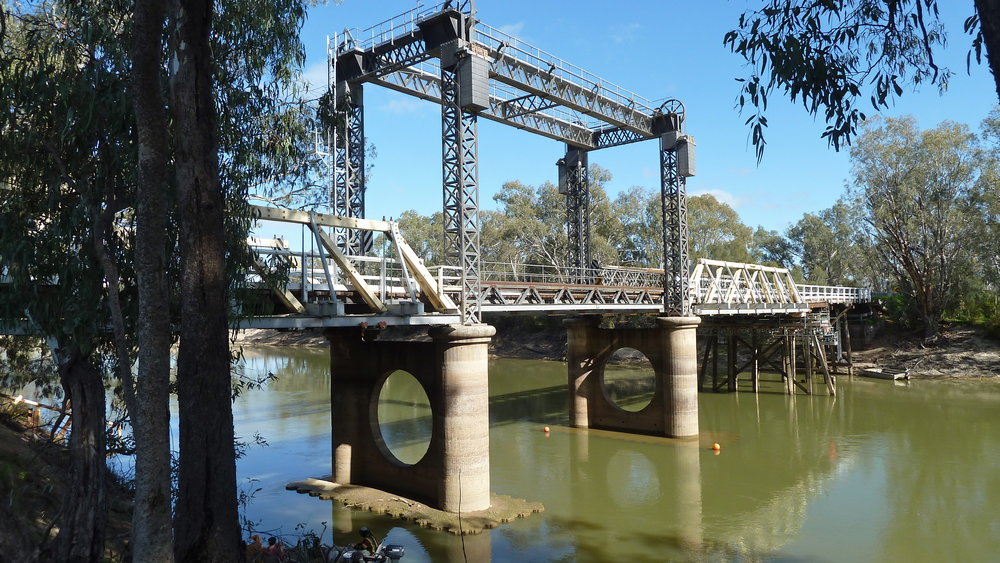 Liftspan bridge on the Victorian border