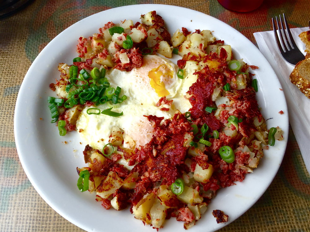 Eggs (over medium) with corned beef hash and green onions