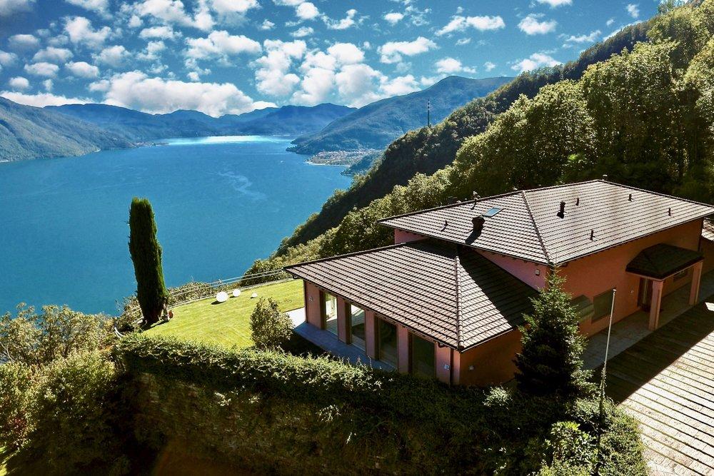 Luxusvilla mit Seeblick auf den Lago Maggiore
