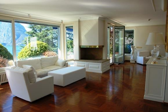 Elegante attico di lusso vicino Lugano, Svizzeracon posto barca da vendere