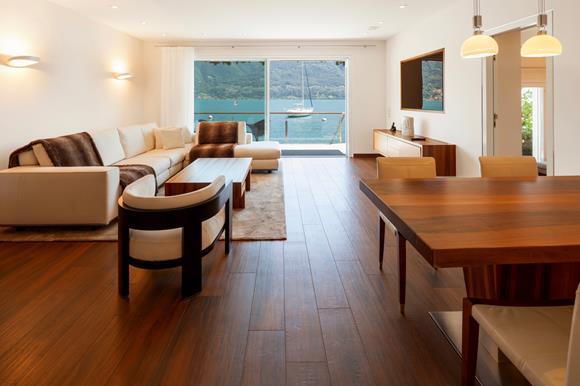 Wohnzimmer mit Seeblick, Villa am Lago Maggiore zu verkaufen