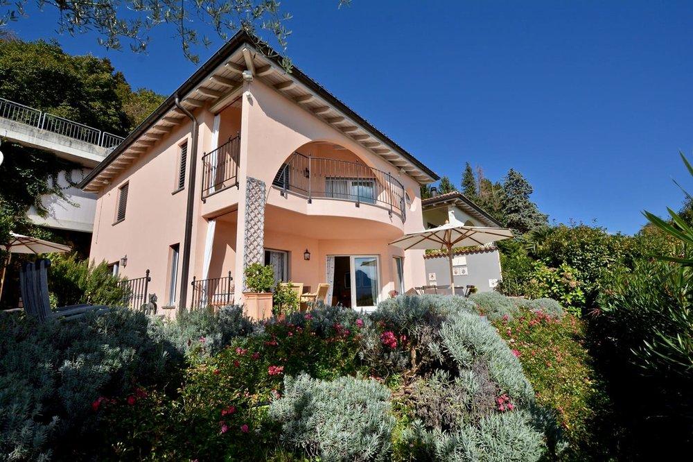 Confortevole villa in stile mediterraneo a Lugano, Svizzera da vendere