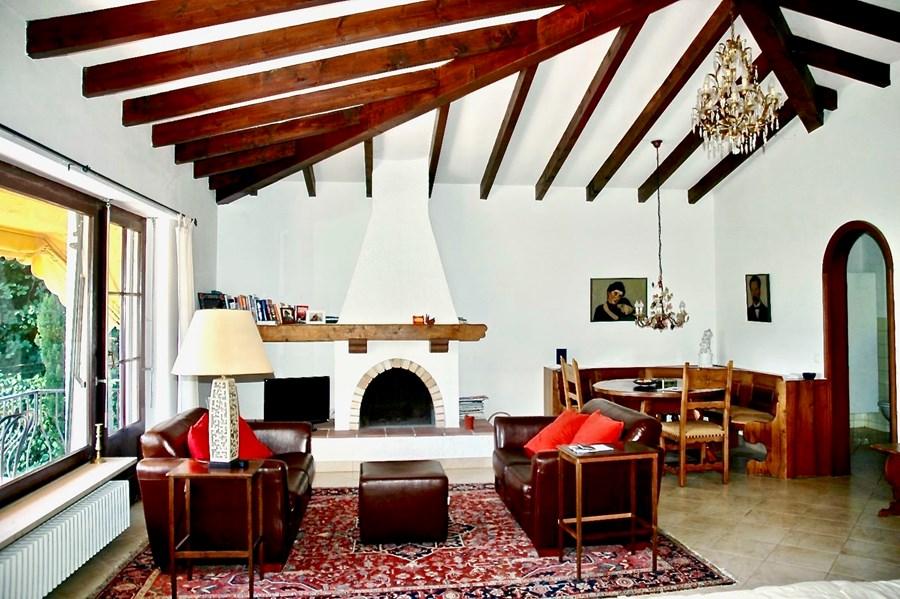 Grosses Wohnzimmer mit Essbereich, Frank Villa Style. Haus am Lago Maggiore, Tessin zu verkaufen