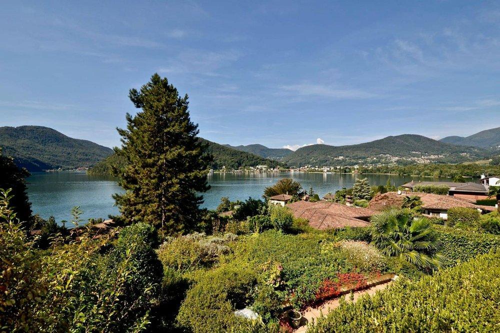 Fantastica vista lago fino in Italia