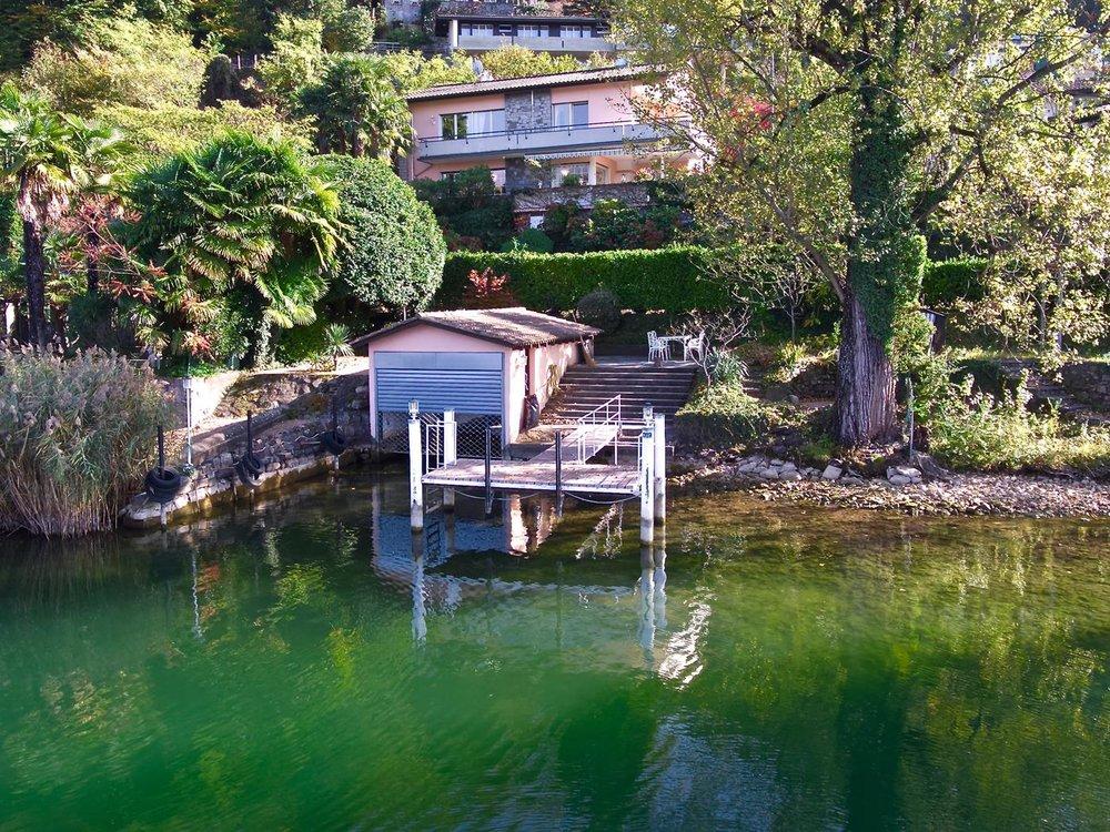 Schönes Haus in Montagnola, Schweiz zu verkaufen mit Bootsplatz & privatem Garten am Luganer See