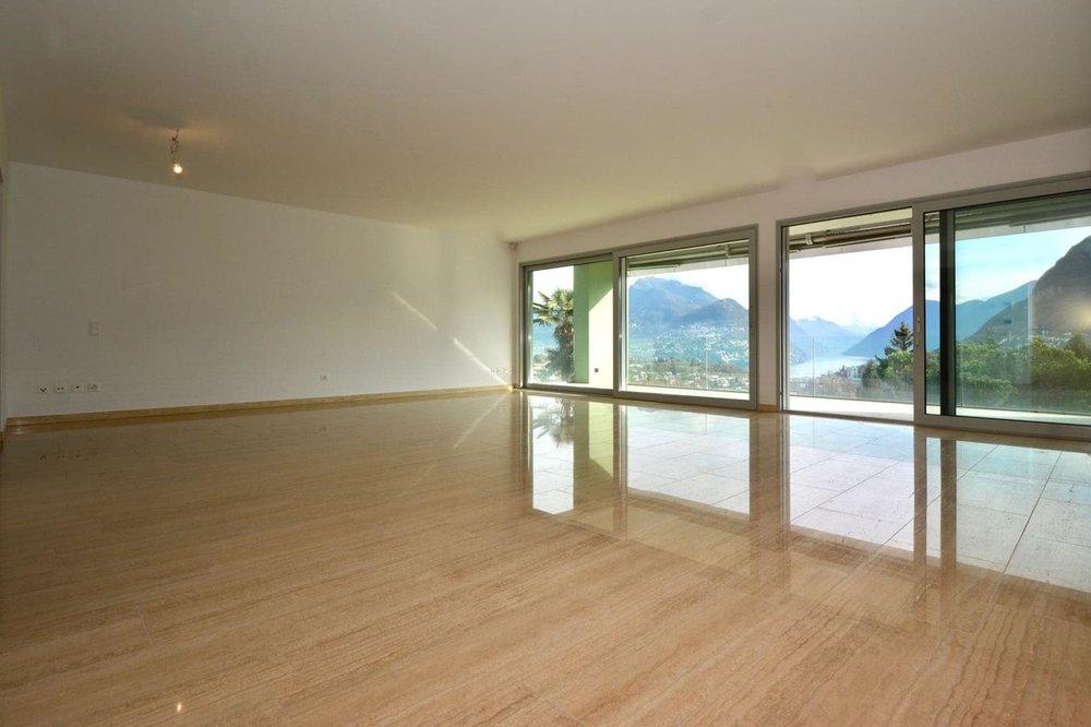 Helles Wohnzimmer mit Blick auf den Luganersee,Moderne Wohnungen in Montagnola Schweiz zu verkaufen