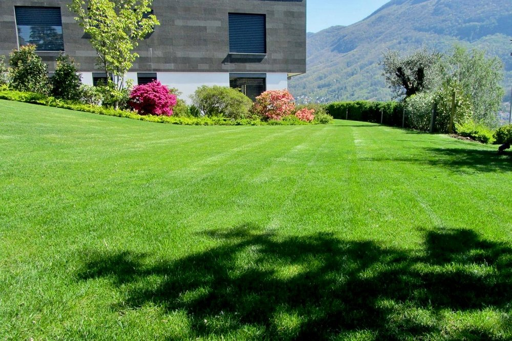 Ihre nächste Sommerparty hat ein neues und riesiges Zuhause! -Luxusappartement auf dem Belvedere von Porza, Tessin, Schweiz zu verkaufen