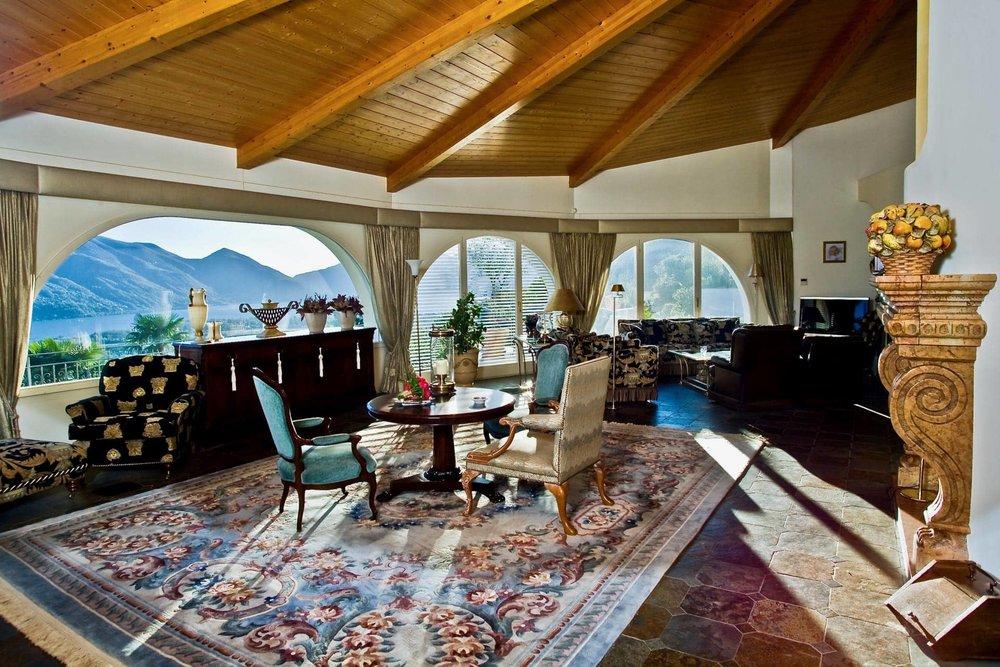 Splendida villa a Brione sopra Minusio, Svizzera con dépendance e meravigliosa vista sul Lago Maggiore in vendita