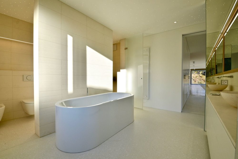 Large & modern bathrooms. Penthouse-apartment in Ascona, Switzerland, for sale.
