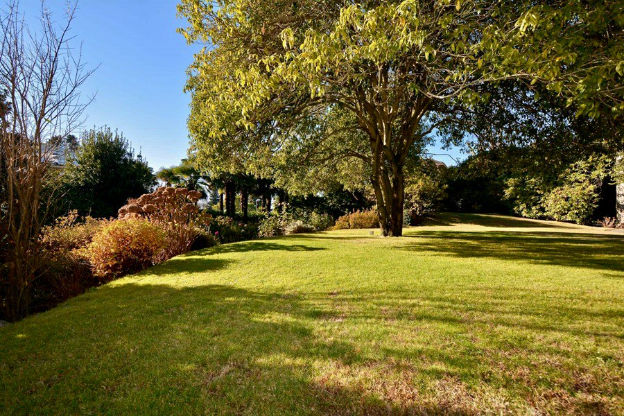 Large garden of 1'323 m²