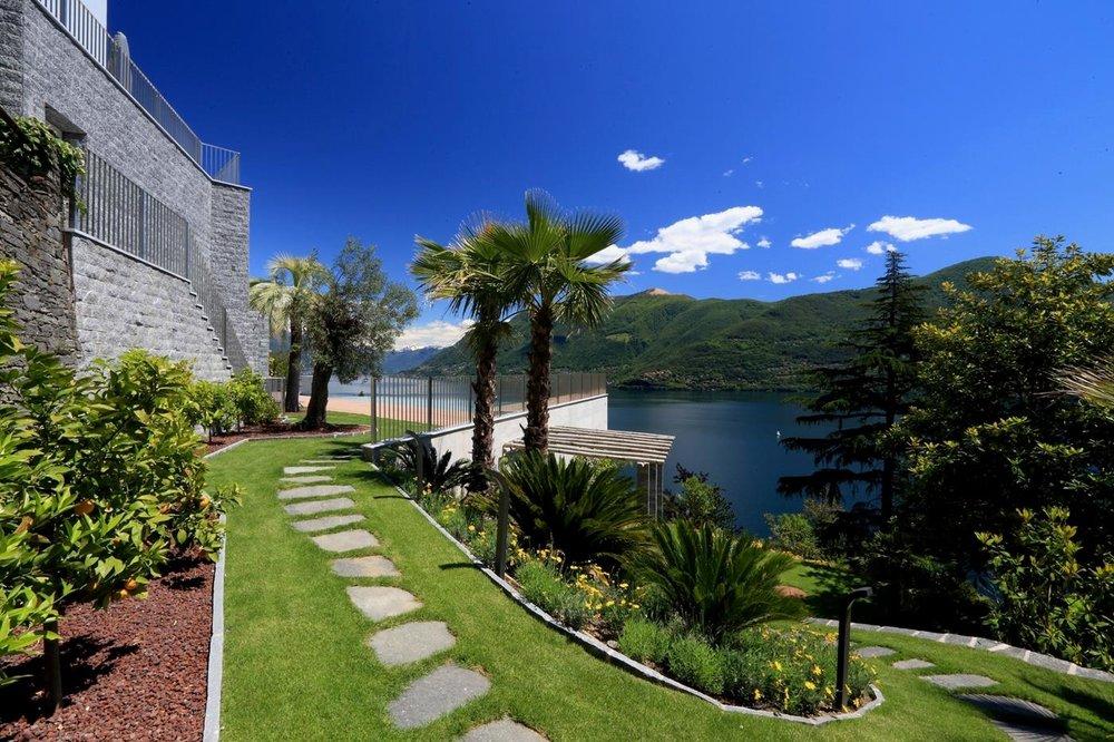 Einzigartige Parkanlage. Luxus-Wohnung mit fantastischer Seesicht auf den Lago Maggiore in Brissago, Tessin, Schweiz, zu verkaufen