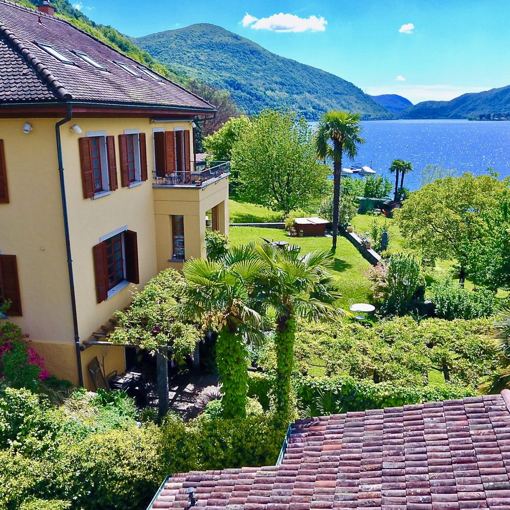 Beautiful villa in Carabietta, Ticino, for sale – directly by the Lake Lugano at the bottom of Collina d'Oro